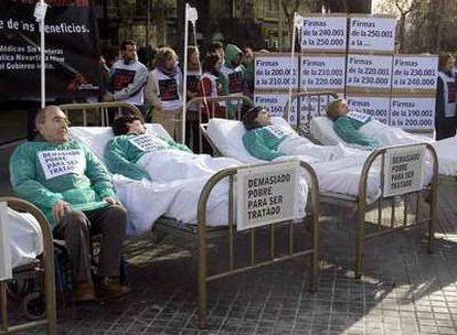 Manifestación en enero frente a la sede de Novartis en Barcelona contra la patente del Glivec.