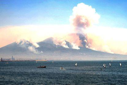 Varios incendios arrasan las laderas del Vesubio.