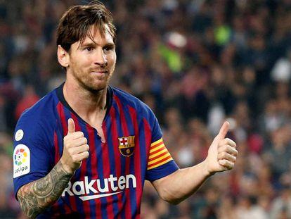 Messi festeja un tanto que le hizo al Sevilla.