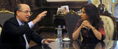 El presidente de Repsol, Antonio Brufau, reunido con la presidenta argentina, Cristina Fernández, en la casa del Gobierno argentino