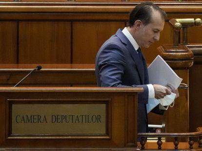 El primer ministro rumano, Florin Citu, al finalizar su intervención este jueves en el Parlamento de Bucarest.