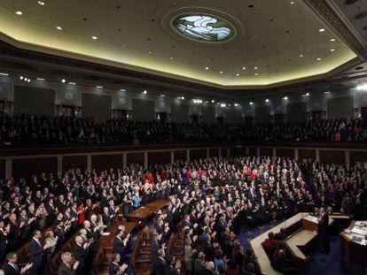 Obama recibe una ovación de pie durante su discurso.