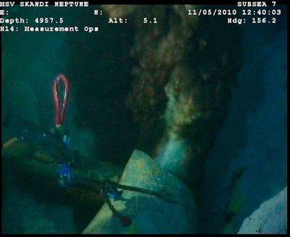 Imágen de la fuga de petróleo realizada por técnicos de la compañía BP