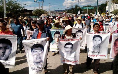 Marcha en Guerrero (México) por los estudiantes desaparecidos en Iguala.