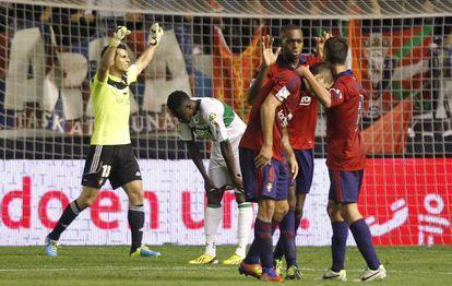 Los jugadores de Osasuna celebran la victoria.