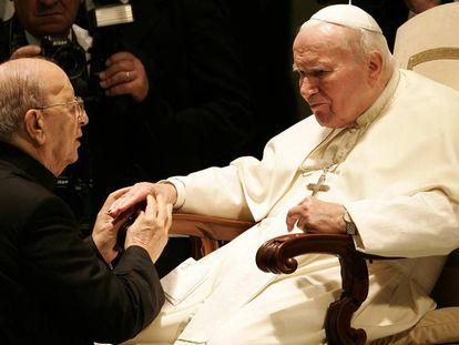 Juan Pablo II recibe a Marcial Maciel en el Vaticano, el 30 de noviembre del 2004