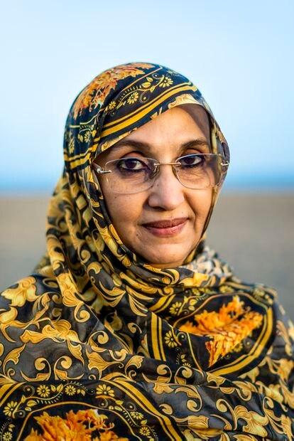 Marzo de 21021 - Aminatou Haidar fotografiada en una duna de Maspalomas, al sur de Gran Canaria