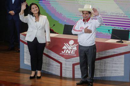 Los candidatos presidenciales Pedro Castillo y Keiko Fujimori, tras el debate celebrado el pasado 30 de mayo, en Lima.
