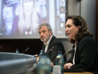 Collboni y Colau en un pleno municipal de abril.