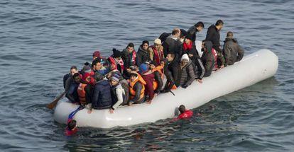 Varios refugiados llegan esta semana a la isla griega de Lesbos.