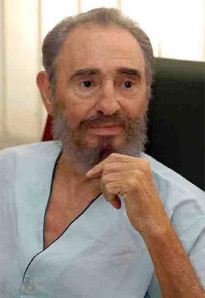 Una foto de Fidel Castro, convaleciente, distribuida hoy.