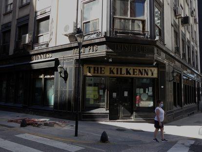 Comercios cerrados por la crisis económica en el Barrio Retiro,Buenos Aires, Argentina. FOTO: Enrique García Medina | VIDEO: Aitor de Iturria