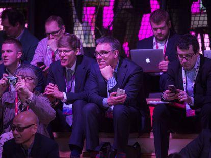 Congresistas en una conferencia de la última edición del Mobile World Congress.