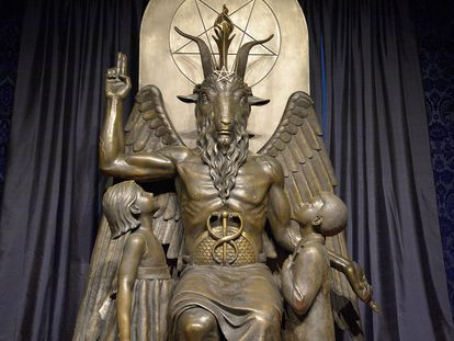 Estatua de Baphomet en el Templo Satánico de Salem (Massachusetts), en Estados Unidos.