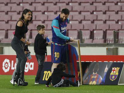 Messi junto a su familia, antes del encuentro ante el Valladolid.
