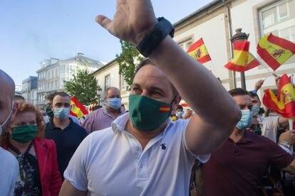 El líder Vox, Santiago Abascal, se dirige a un mitin en Lugo durante la campaña electoral.