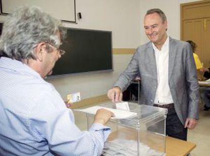 El presidente de la Generalitat valenciana, Alberto Fabra, ha votado en Castellón.