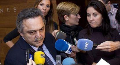 El diputado del PP Andrés Ballester, que ha recogido firmas para pedir el indulto para Hernández Mateo.