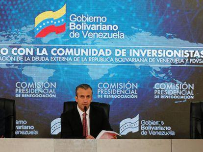 FOTO: El vicepresidente venezolano, Tarek El Aissami (c), en un encuentro con acreedores nacionales de Europa, Estados Unidos y otras partes del mundo. / VÍDEO: Maduro, el domingo pasado, sobre el 'default'.