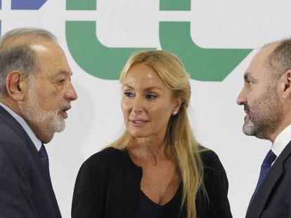A la izquierda, el primer accionista de FCC, Carlos Slim, la presidenta del grupo, Esther Alcocer, y su CEO, Pablo Colio.