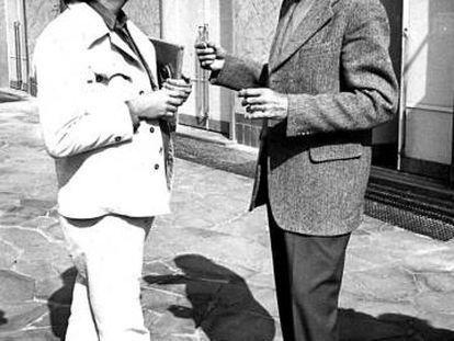 Sergio Ramírez (izquierda) con Julio Cortázar en los años setenta.