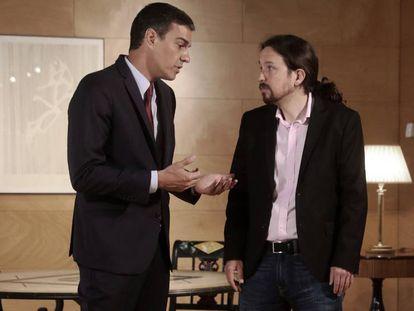 Pedro Sánchez y Pablo Iglesias durante su reunión el pasado 9 de julio en el Congreso de los Diputados.