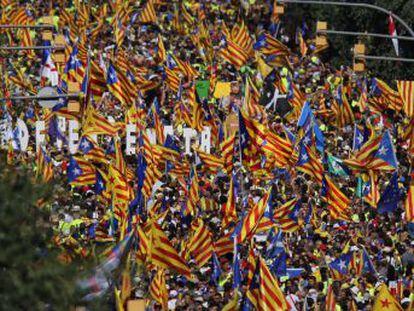 Cerca de medio millón de personas, según EL PAÍS, salen a la calle para reclamar el sí en el referéndum. La Guardia Urbana cifra en un millón los asistentes