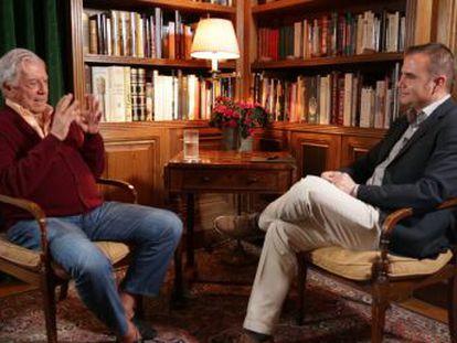 El escritor peruano es el primer invitado de  Puentes , el nuevo espacio de EL PAÍS que busca conectar América y España de la mano del periodista Raúl Tola