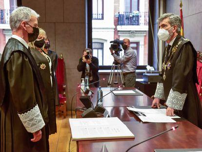 El presidente del CGPJ, Carlos Lesmes, a la derecha, en la toma de posesión del presidente del Tribunal Superior de Justicia del País Vasco, Iñaki Subijana, a la izquierda, el pasado abril en Bilbao.