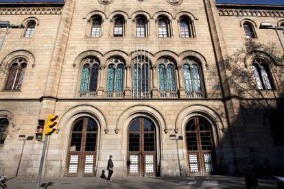 Fachada del edificio central de la Universidad de Barcelona.