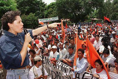 Dora María Téllez, durante un acto político en Managua, en 1999.