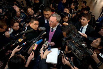 El presidente de Google, a su llegada a Pekín desde Pyongyang.