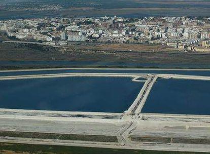 Las balsas de fosfoyesos de Fertiberia junto a Huelva.