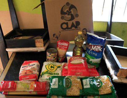 Una de las cajas CLAP repartidas a precio subsidiado por el Gobierno de Venezuela.