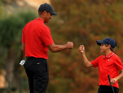 Tiger Woods y su hijo Charlie, el pasado diciembre.