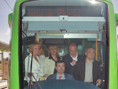 Gómez, en la inauguración del tranvía de Parla junto a Aguirre, Sebastián y Simancas.