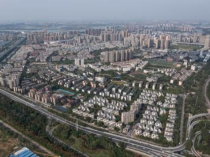 Vista aérea de un complejo residencial de Evergrande en Wuhan (China), este viernes.