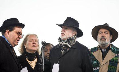 Tres rabinos y un miembro del clero tras la matanza de la sinagoga de Pittsburgh.
