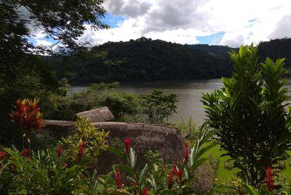 En El Sauce, ubicado junto a una laguna de origen volcánico, hay proyectos de ecoturismo y programas de cultivo sostenible de café y cacao para evitar que la población deforeste la selva.