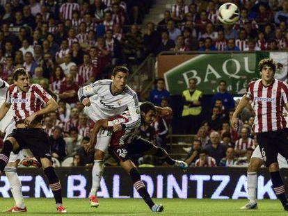 Cristiano marca el segundo gol de cabeza.