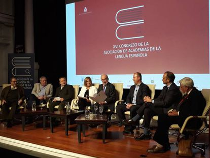 Mesa redonda sobre la edición en español en el Congreso de las Academias de la Lengua.