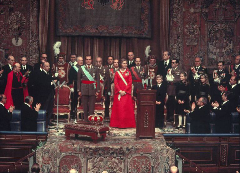 Coronación de los Reyes en las Cortes franquistas, el 22 de noviembre de 1975.