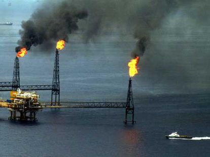 Vista de una plataforma petrolífera de la compañía Pemex en Campeche, México.