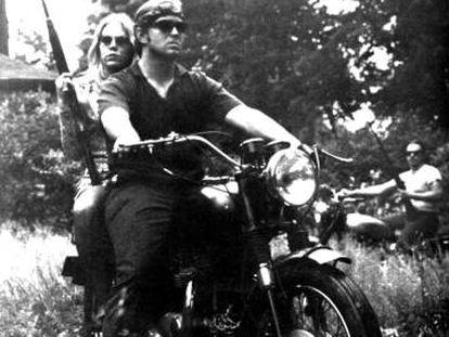 El armado y sobre ruedas 'Stone Revolutionary Grease', fotografiado para 'Rising Up Angry' en 1969.