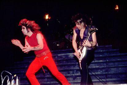 Ozzy Osbourne y el guitarrista Randy Rhoads en un concierto en Illinois (EE UU), en febrero de 1982. Dos meses después Rhoads fallecería en un accidente. Tenía 25 años.
