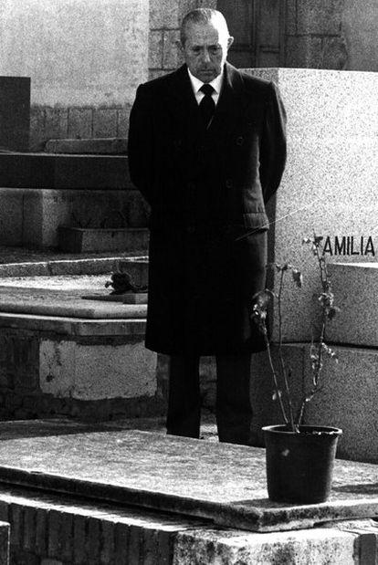 Arias Navarro, ante la tumba del bisnieto de Franco.