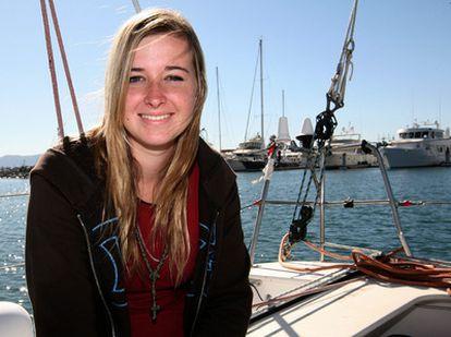 Abby Sunderland en una imagen en su barco.
