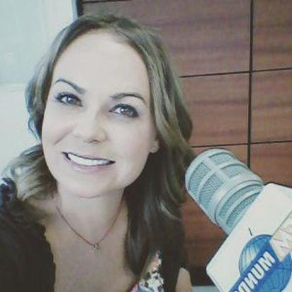 La actirz y cantante Carolina Sabino
