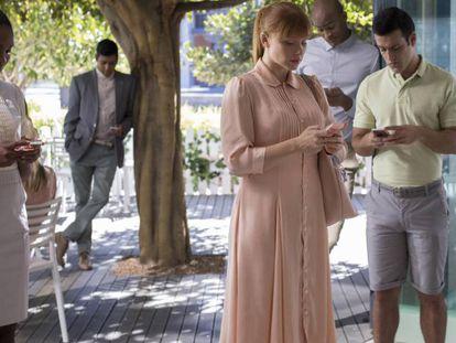 Una imagen de la serie 'Black Mirror', en la que la tecnología juega un papel fundamental en la vida cotidiana.