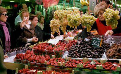 Un puesto en un mercado de Valencia.